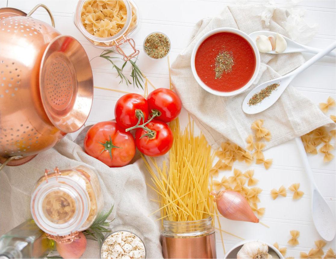 Spaghetti, tomato sauce and onion: a story of true love.